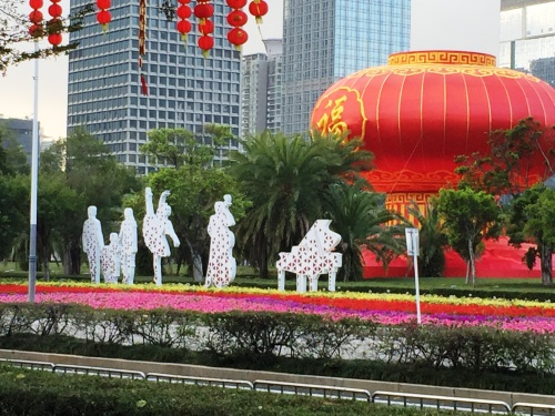 Dazzling decorations in Shenzhen celebrate Spring Festival